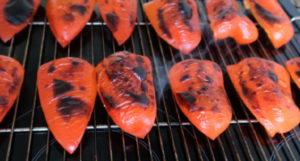 Paprika zum Häuten vorbereitet
